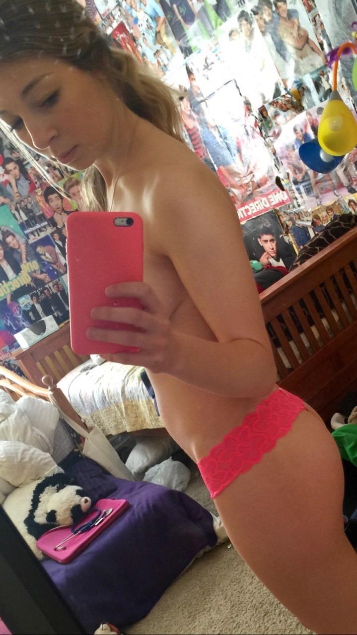 Girl selfie teen naked Malia Obama