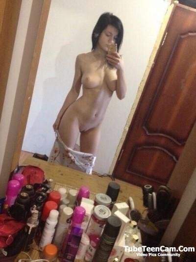 nude teen selfie with boobs
