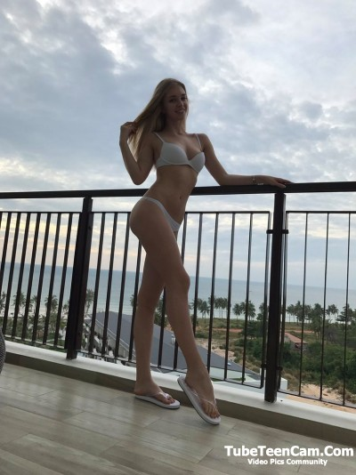 Sexy Tall Teen Girl with Long Legs No Nude