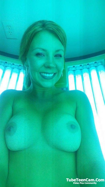 CA flashing tits with a smile