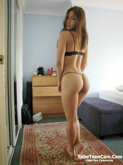 Young babe with Booty Sexy Ass