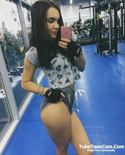 18 Teen Girls Selfie