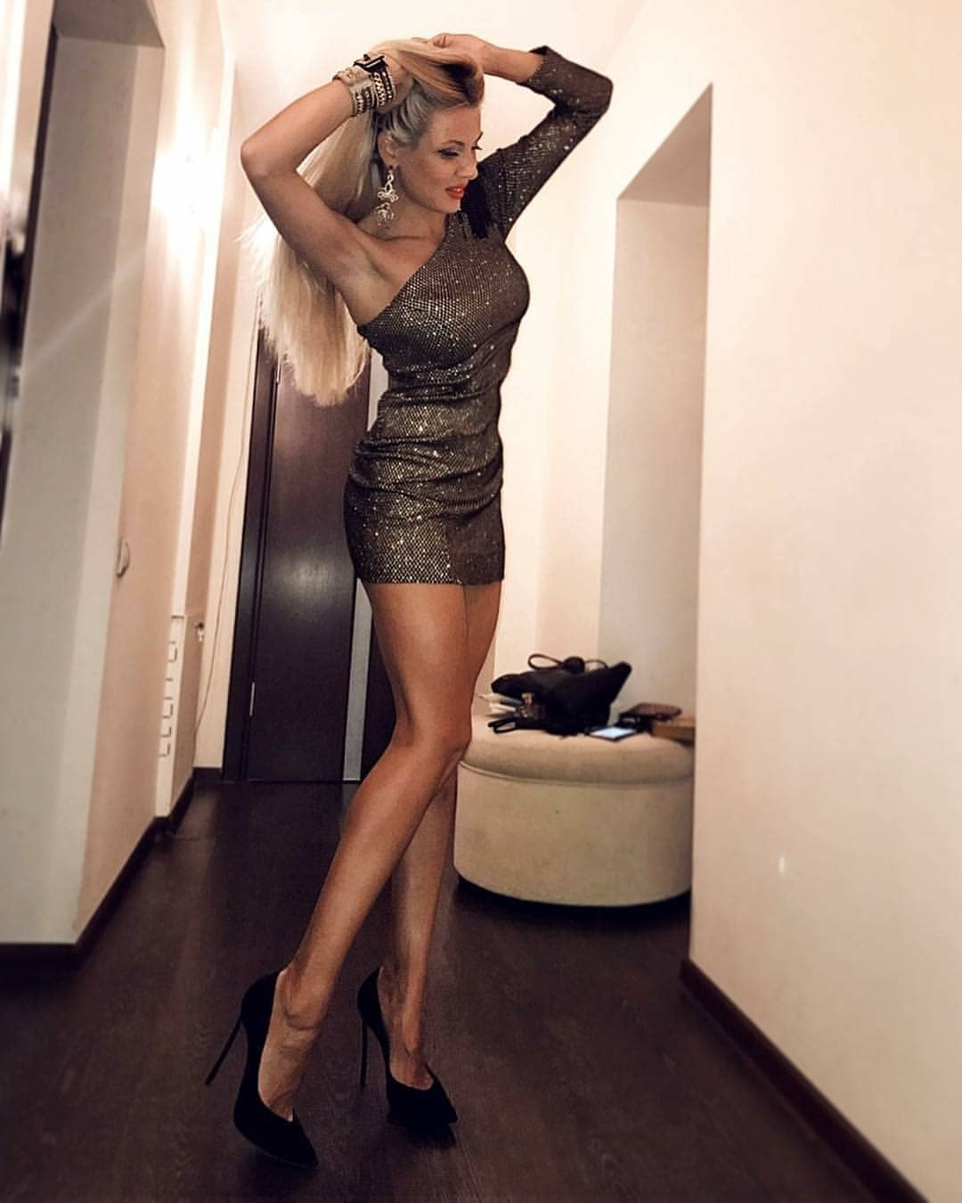 Long Legs Babes on high heels ab tight dress - Webcam