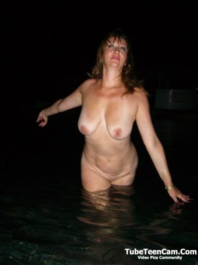 Wife weekends on the nudists beach