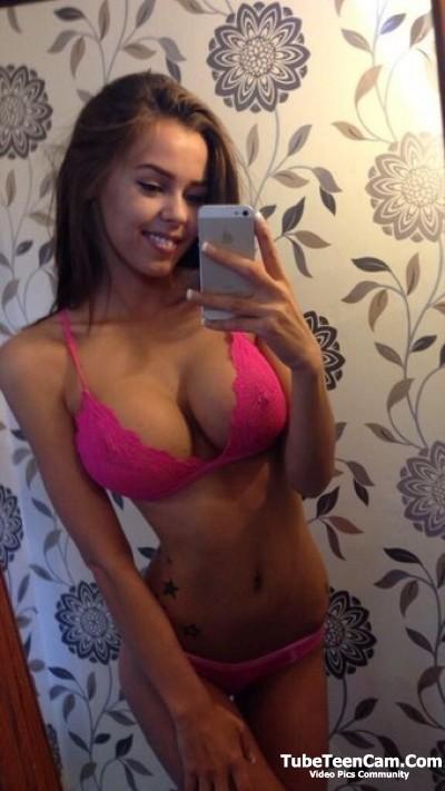 Sexy no nude babe selfie