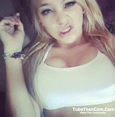 I'll send nudes to any guy who'll be fun for me, hey guys lets chat on kik @ sarahgoldberg11