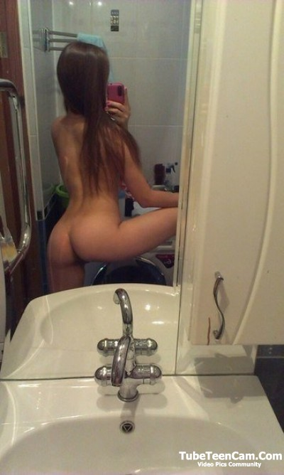 Butt naked girl selfies