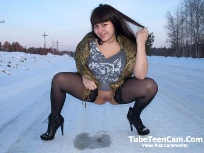 Russian crazy girl pee