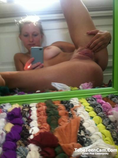Nude teen pussy selfie